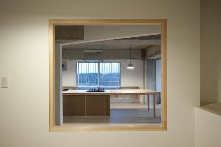 Tk さんのためのアパート モダンスタイルの寝室 の kurosawa kawara-ten モダン