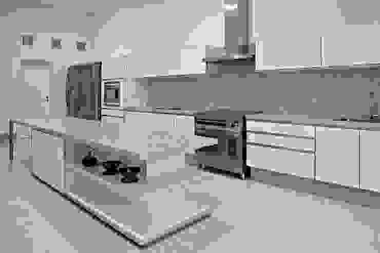 Haras Sahara Cozinhas modernas por Anaíne Vieira Pitchon Arquitetura e Interiores Moderno