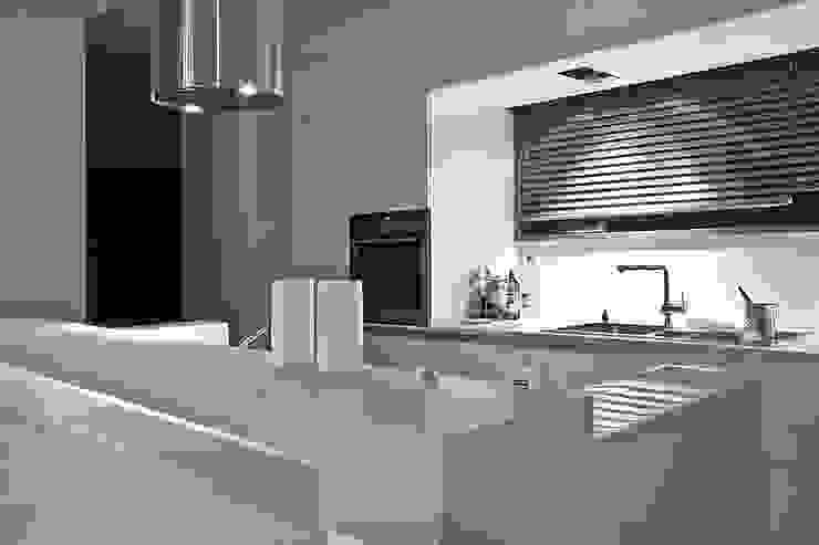 Moderne Küchen von Konrad Idaszewski Architekt Modern