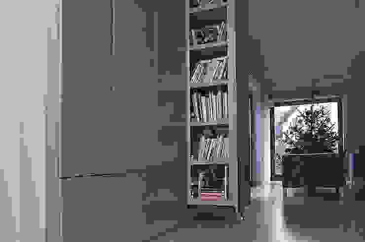 Moderner Flur, Diele & Treppenhaus von Konrad Idaszewski Architekt Modern
