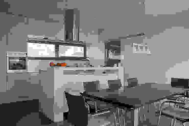 Kuchnia: styl , w kategorii Kuchnia zaprojektowany przez Konrad Idaszewski Architekt,Nowoczesny