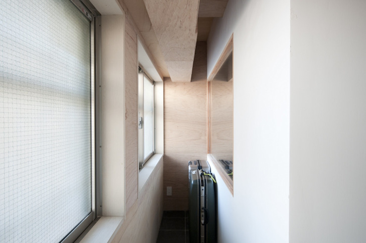 K さんのためのアパート モダンデザインの 多目的室 の kurosawa kawara-ten モダン