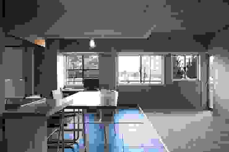 K さんのためのアパート モダンデザインの ダイニング の kurosawa kawara-ten モダン