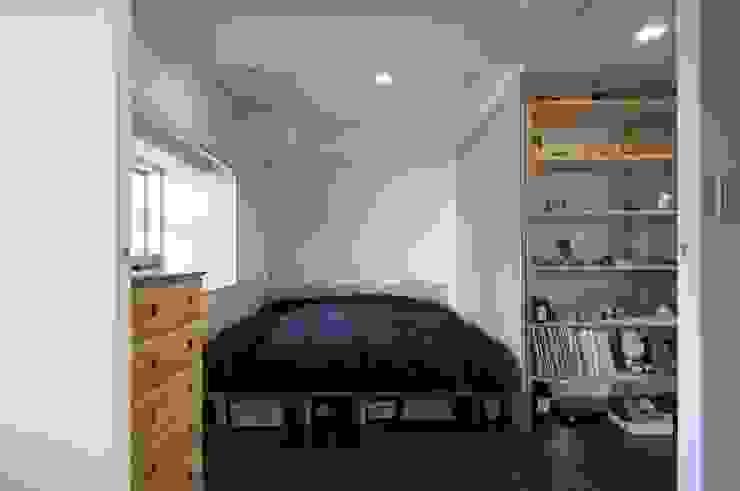 Modern style bedroom by kurosawa kawara-ten Modern