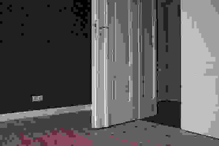Oficinas y tiendas de estilo clásico de Konrad Idaszewski Architekt Clásico