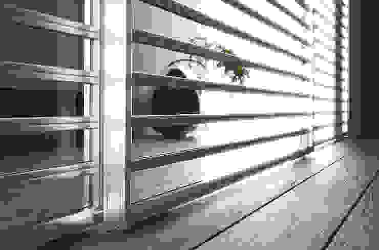 Porta scorrevole Extralight Staino&Staino Finestre & Porte in stile moderno