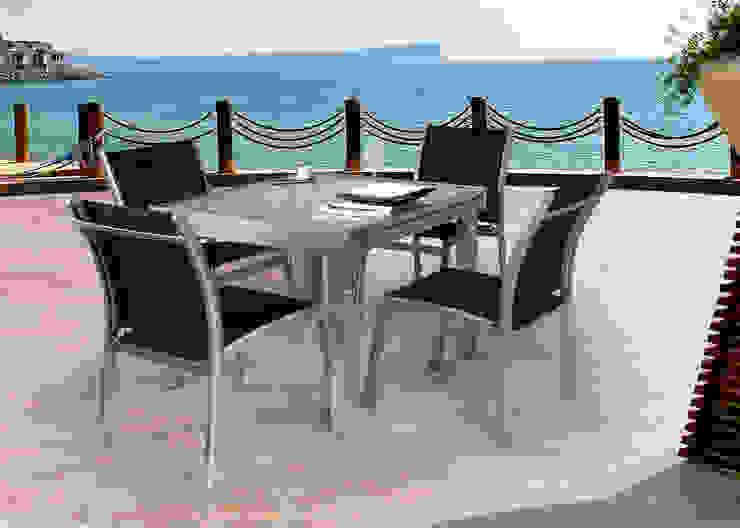 Conjunto con Mesa cuadrada extensible. de SYD Muebles de Jardin Mediterráneo