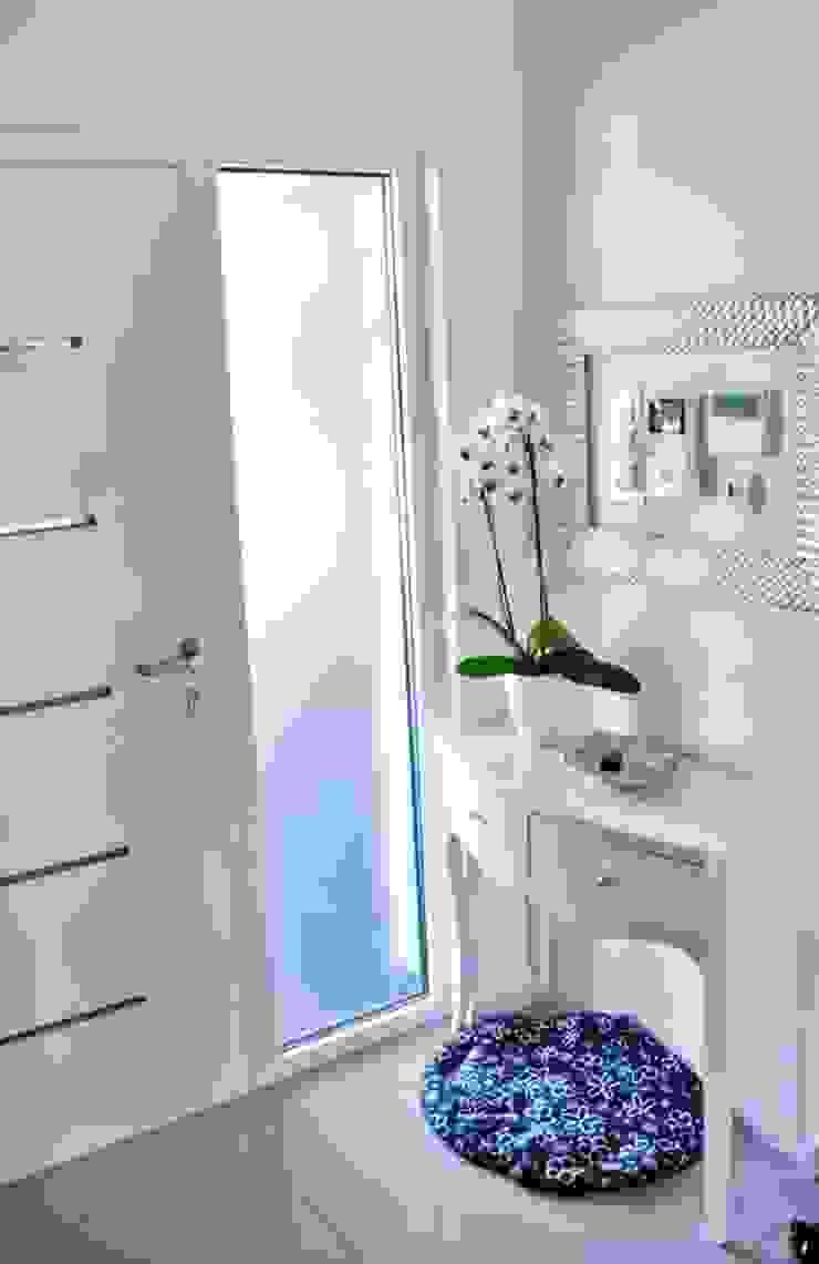 Dom w Amarantusach Klasyczna łazienka od Abakon sp. z o.o. spółka komandytowa Klasyczny