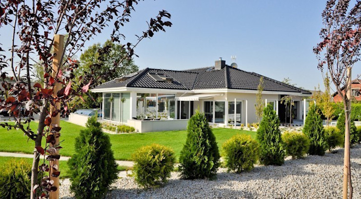 Dom w Amarantusach od Abakon sp. z o.o. spółka komandytowa Nowoczesny