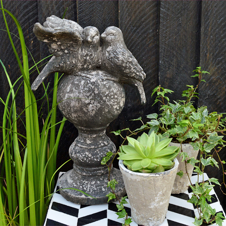 Bird on Ball Garden Statue - MiaFleur od homify Wiejski