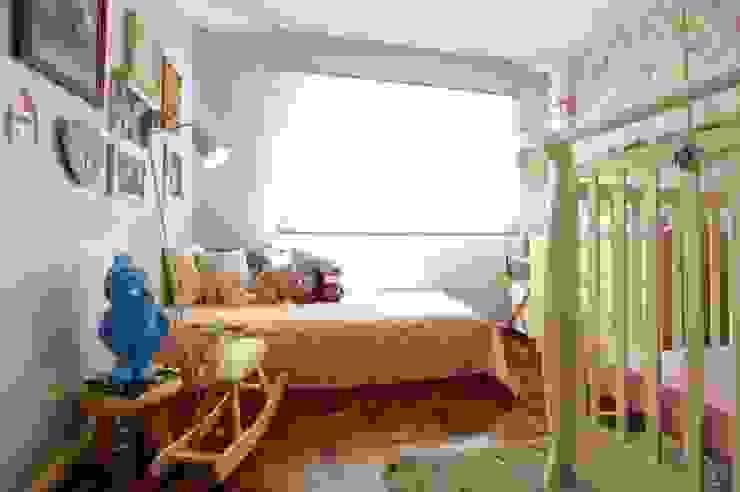 Dormitório menina Quarto infantil moderno por Red Studio Moderno