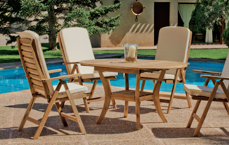 Mesa y sillas de madera de teca para exterior. Mesa extensible.:  de estilo tropical de MIAHOME TRENDS GROUP SL, Tropical