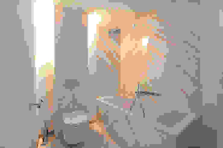 Modern interieur Amsterdam oud-zuid:  Badkamer door Het Ontwerphuis,