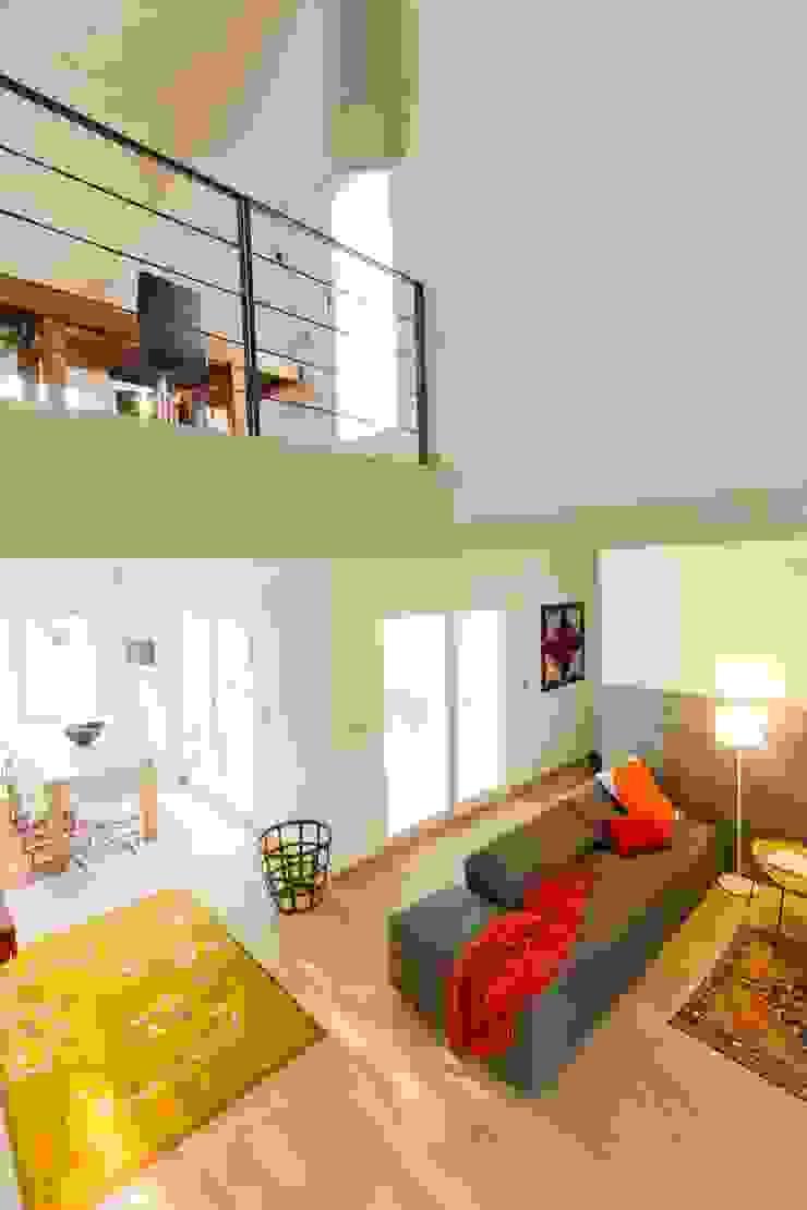 Modern Living Room by DomusGaia Modern