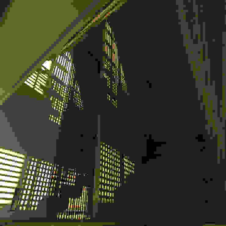 Треугольный Дом из концептуальной серии <q>Чеснок</q> Коридор, прихожая и лестница в стиле минимализм от CHM architect Минимализм