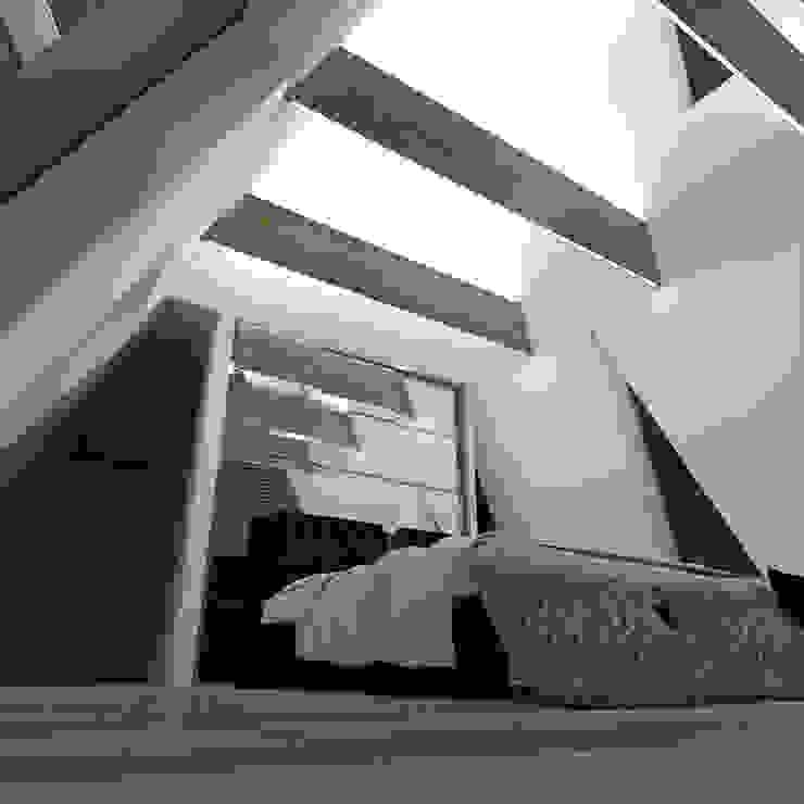 Треугольный Дом из концептуальной серии <q>Чеснок</q> Спальня в стиле минимализм от CHM architect Минимализм