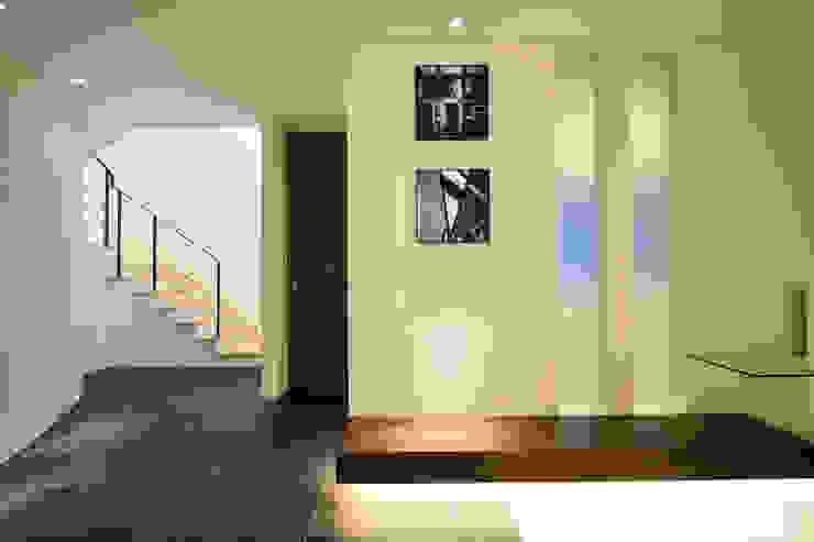 T 邸 モダンな 壁&床 の 株式会社スター・ウェッジ モダン