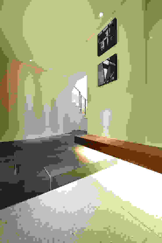 光のアプローチ モダンな 壁&床 の 株式会社スター・ウェッジ モダン