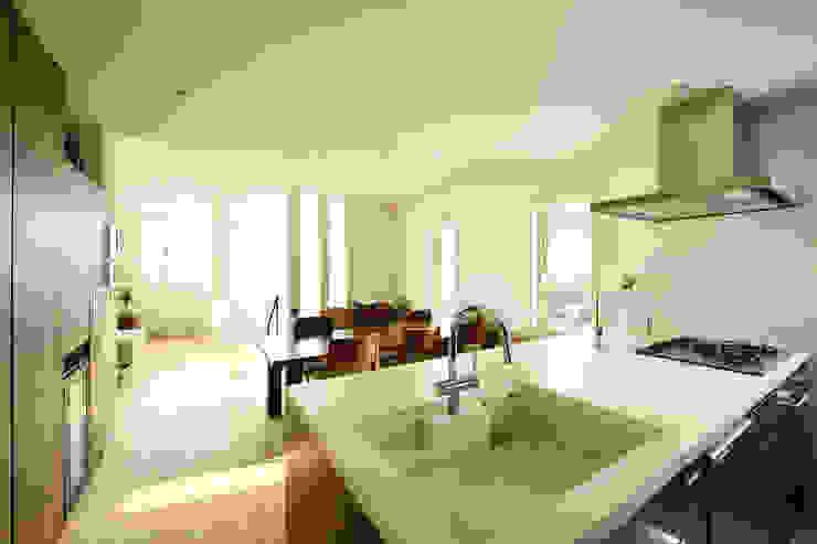 キッチンからすべての空間を見渡せるオープンな空間 モダンデザインの リビング の 株式会社スター・ウェッジ モダン