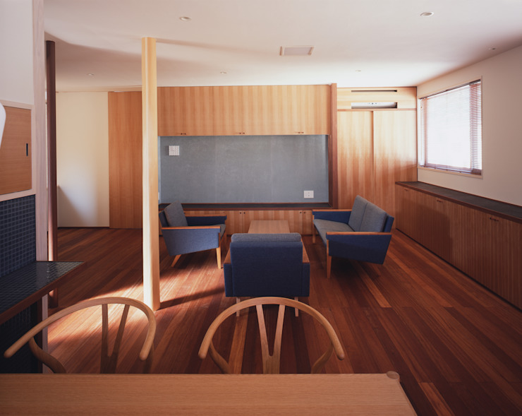 2階リビング2 北欧デザインの リビング の 矩須雅建築研究所 北欧