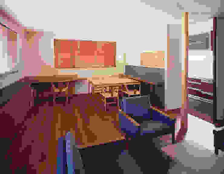 2階リビング3 北欧デザインの リビング の 矩須雅建築研究所 北欧