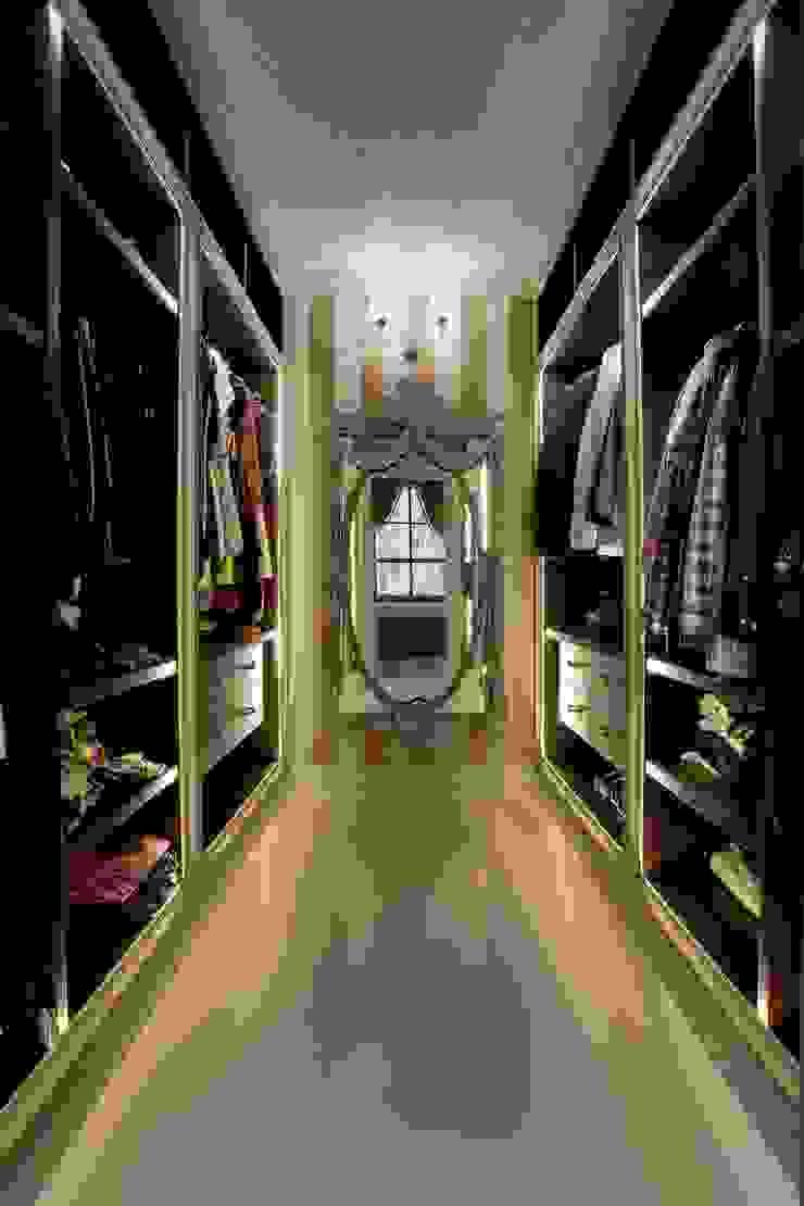 Жилой дом Гардеробная в классическом стиле от Студия дизайна Сергея Кривошеева Классический