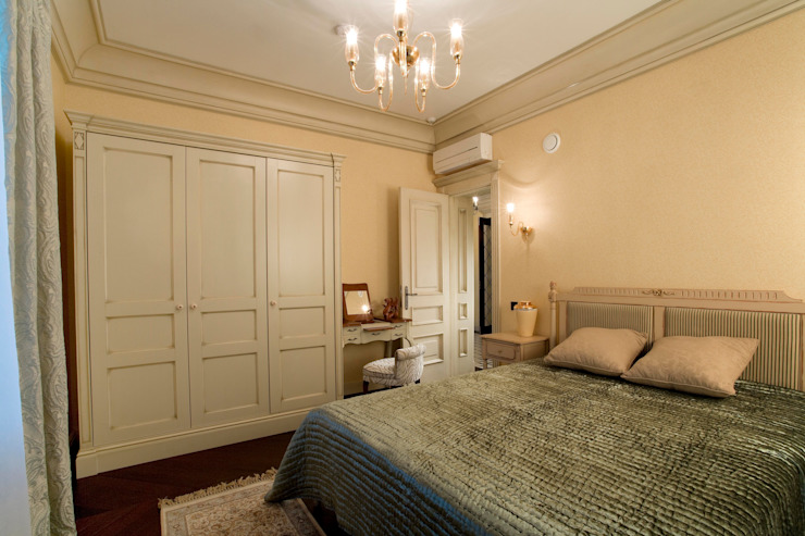 Жилой дом Спальня в классическом стиле от Студия дизайна Сергея Кривошеева Классический