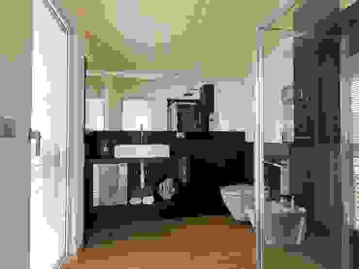 Modern Bathroom by DomusGaia Modern