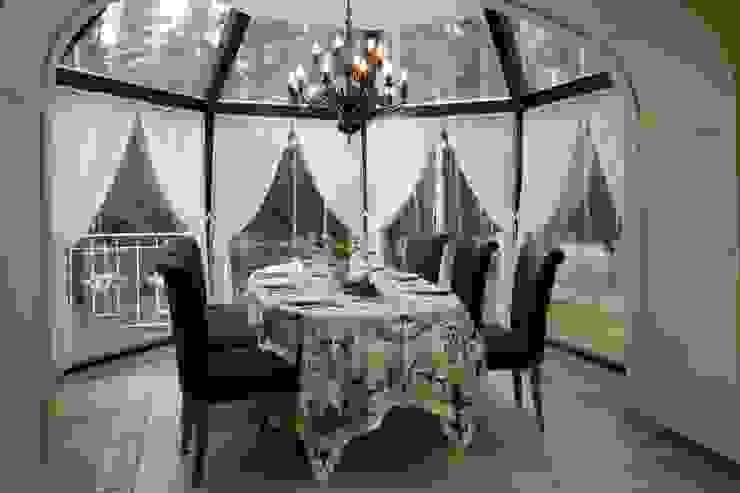 Жилой дом Балкон и терраса в классическом стиле от Студия дизайна Сергея Кривошеева Классический