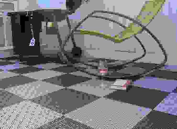 Bergo Briq tiles Balcone, Veranda & Terrazza in stile scandinavo di Ecotile Flooring Scandinavo