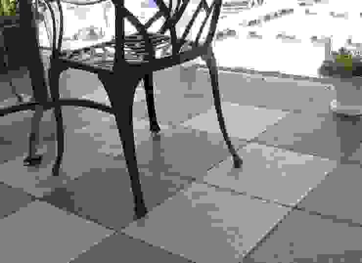 Bergo Nova tiles Balcone, Veranda & Terrazza in stile scandinavo di Ecotile Flooring Scandinavo
