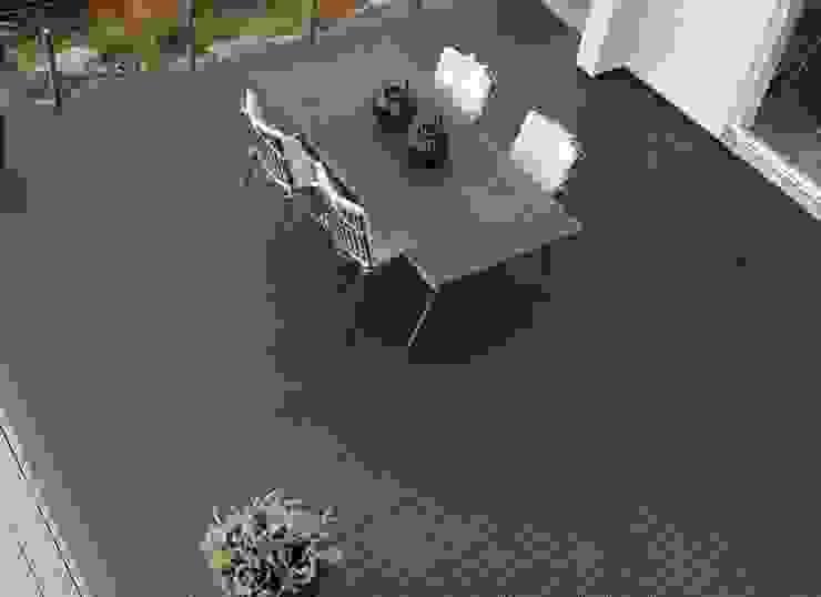 Bergo XL tiles on balcony floor Balcone, Veranda & Terrazza in stile scandinavo di Ecotile Flooring Scandinavo
