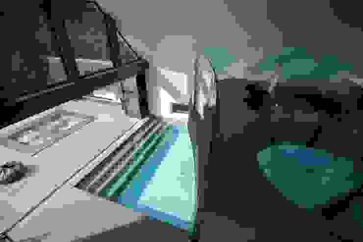 Бассейн в . Автор – Tanby Swimming Pools, Модерн
