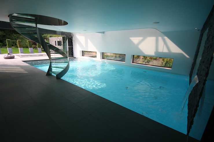 Indoor pool with waterfall features, sauna and stainless steel spa Modern Pool by Tanby Swimming Pools Modern