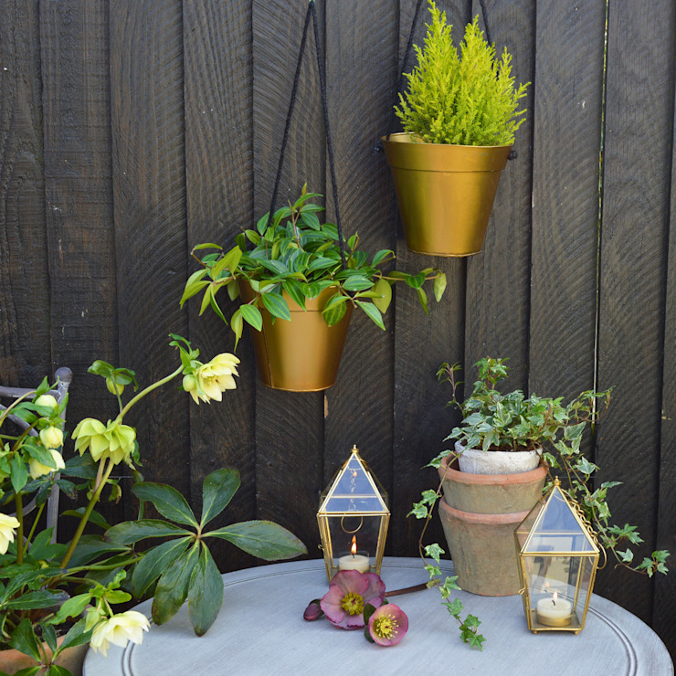 Gold Hanging Planter homify 花園植物盆栽與花瓶