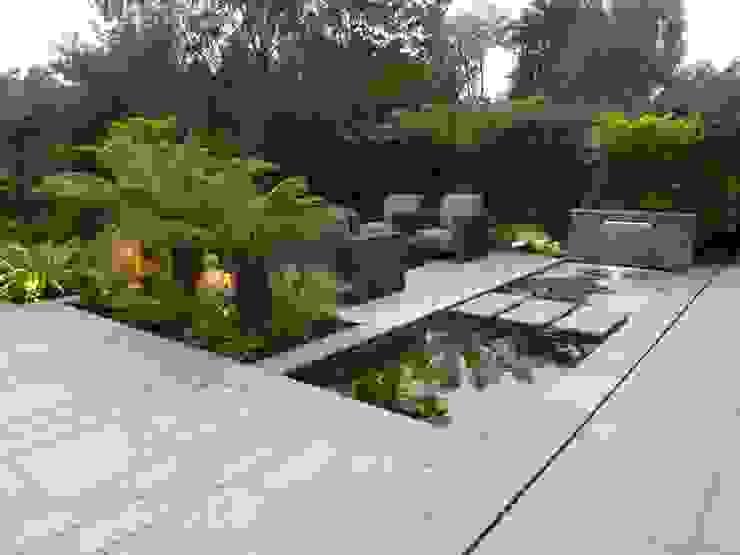 New Granite Terrace with Pool من Garden Arts حداثي