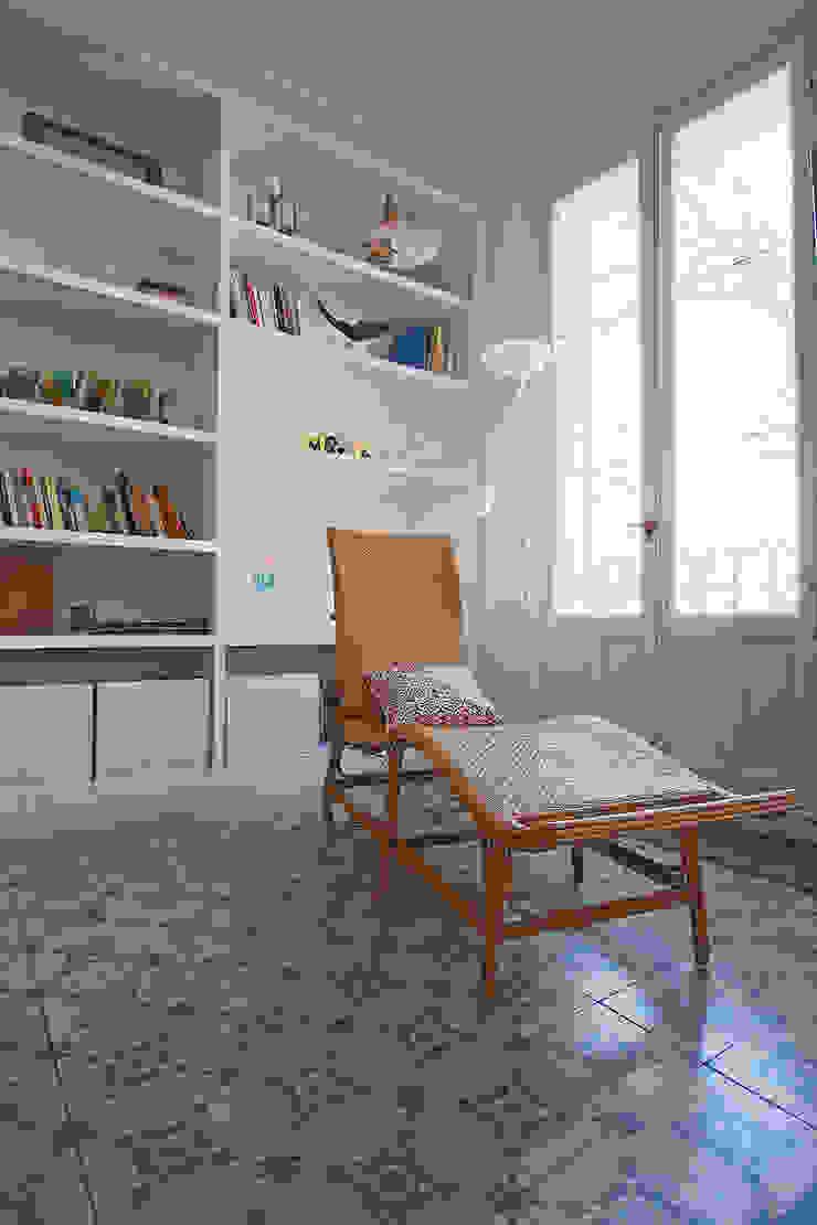 Una zona para el descanso y la lectura. de Vade Studio SC Ecléctico