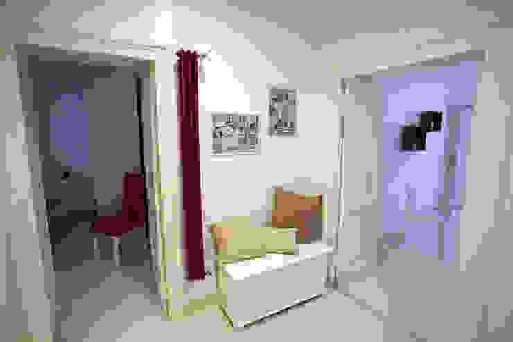 Pasillos, vestíbulos y escaleras modernos de Pamela Tranquilli Interior Designer Moderno