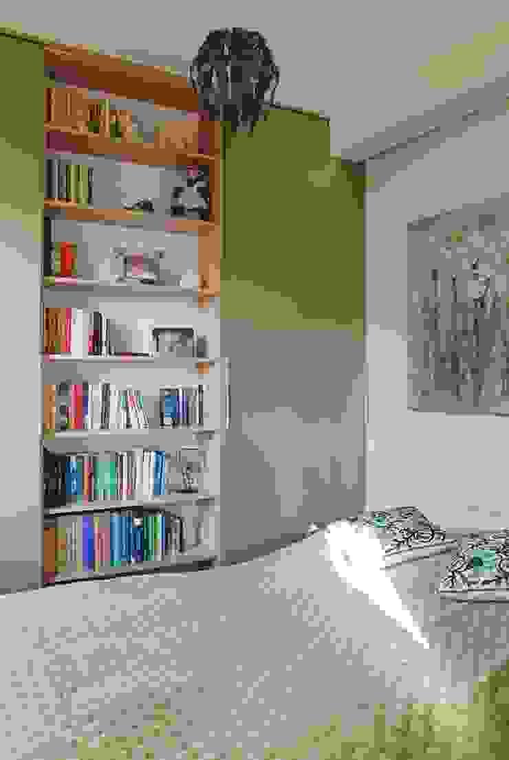 MIESZKANIE INSPIROWANE IMPRESIONIZMEM Nowoczesna sypialnia od YNOX Architektura Wnętrz Nowoczesny