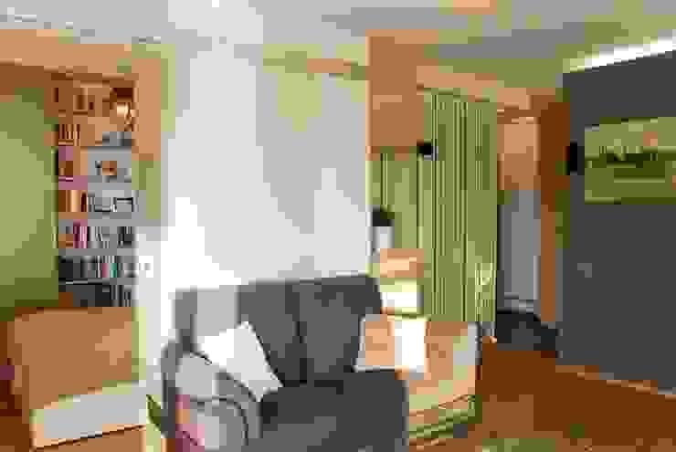 MIESZKANIE INSPIROWANE IMPRESIONIZMEM Nowoczesny salon od YNOX Architektura Wnętrz Nowoczesny