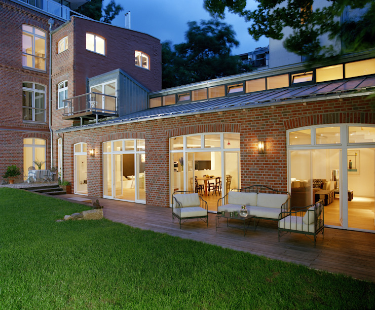 Rustic style balcony, veranda & terrace by STUDIO HANSEN Rustic