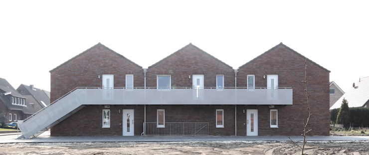Ansicht Nord - Eingangsfassade Minimalistische Häuser von Vissing Architekten Minimalistisch
