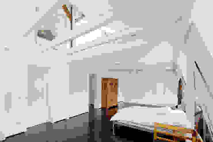 Revitalisierung Haus B. Düsseldorf Minimalistische Schlafzimmer von kg5 architekten Minimalistisch