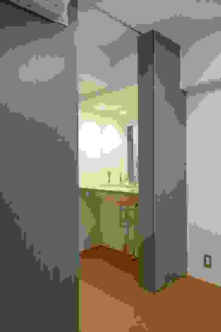 グリーンの壁 ミニマルスタイルの お風呂・バスルーム の ティー・ケー・ワークショップ一級建築士事務所 ミニマル