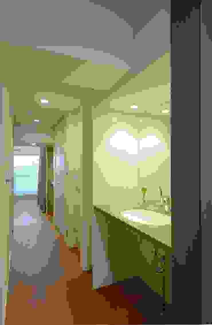 2Way通路1 ミニマルスタイルの お風呂・バスルーム の ティー・ケー・ワークショップ一級建築士事務所 ミニマル