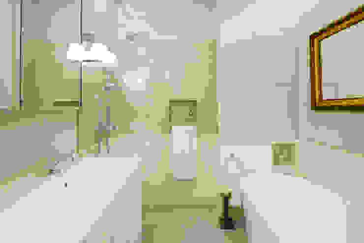 Classic style bathroom by dziurdziaprojekt Classic