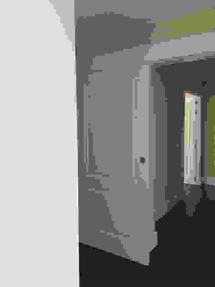 Estado reformado - Entrada zona vestidor, dormitorio y baño principal de Viroa ǀ Arquitectura – Interiorismo – Obras Moderno