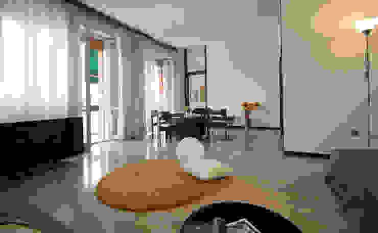 Il soggiorno con balconi Soggiorno classico di Michela Galletti Architetto e Home Stager Classico