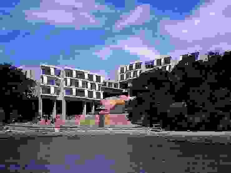 Modern houses by 株式会社ヨシダデザインワークショップ Modern