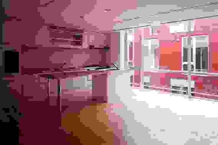 Nhà bếp phong cách hiện đại bởi 株式会社ヨシダデザインワークショップ Hiện đại